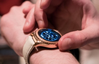 CES 2016: Samsung Gives the Gear S2 a Gold treat