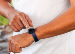 NuYu Fitness Tracker can be worn anywhere you want, and it cost nothing!
